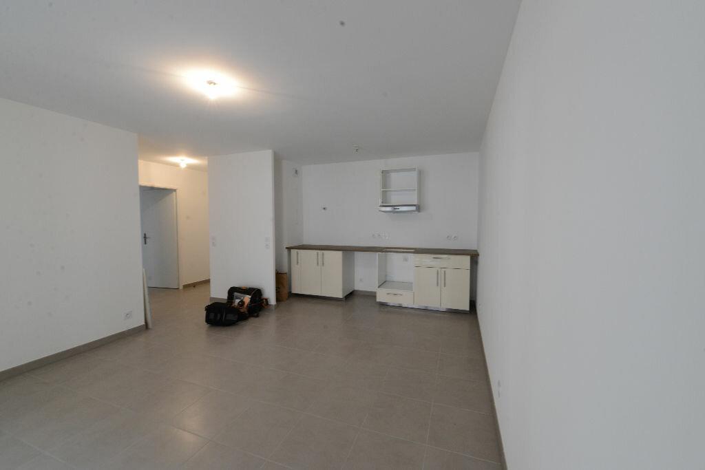 Appartement à louer 3 67m2 à Grasse vignette-1