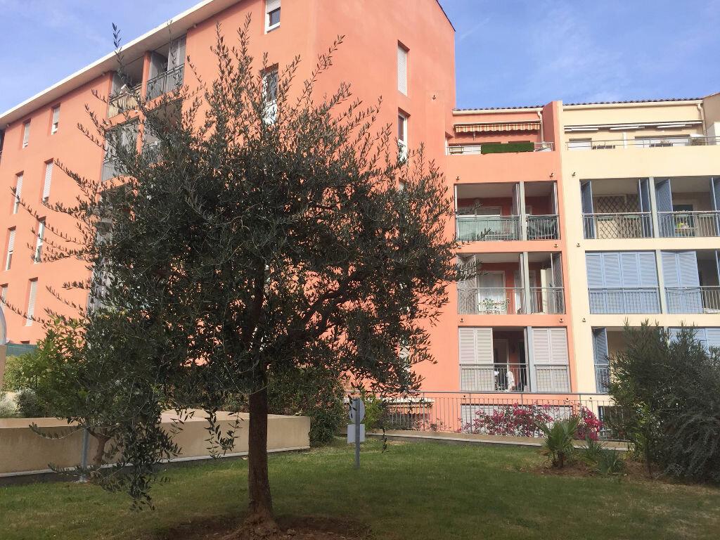 Appartement à louer 2 32.3m2 à Grasse vignette-1