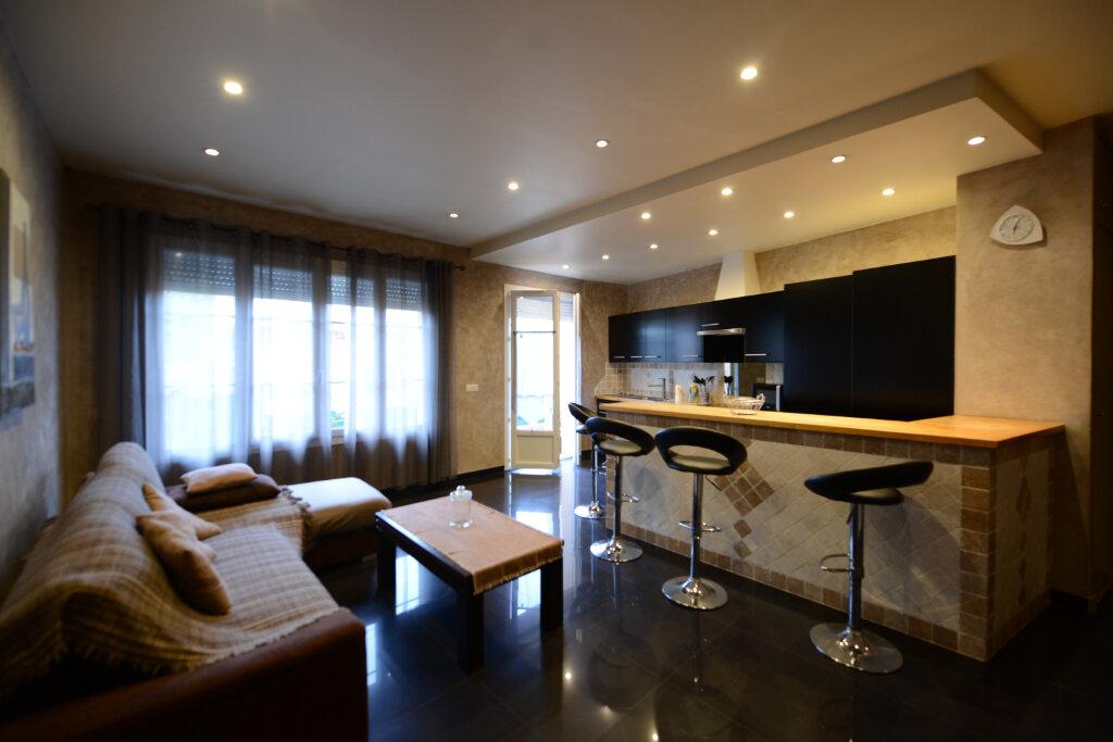 Appartement à louer 2 46m2 à Grasse vignette-1