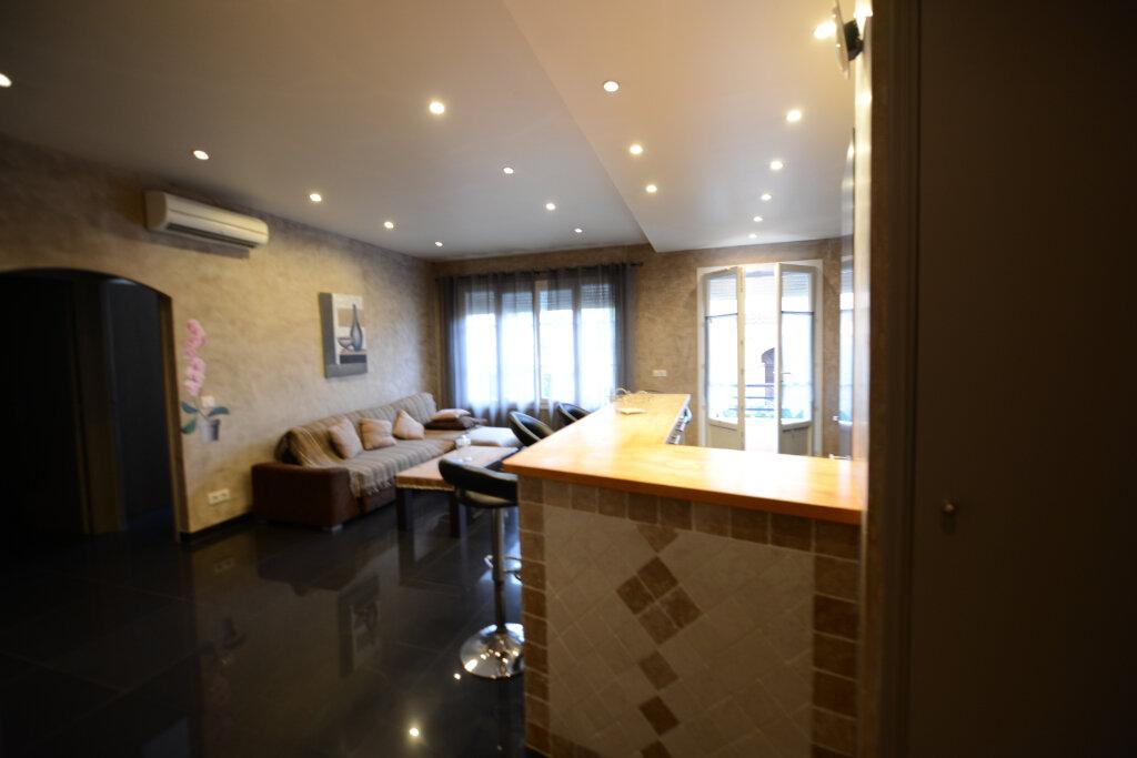 Appartement à louer 2 46m2 à Grasse vignette-4