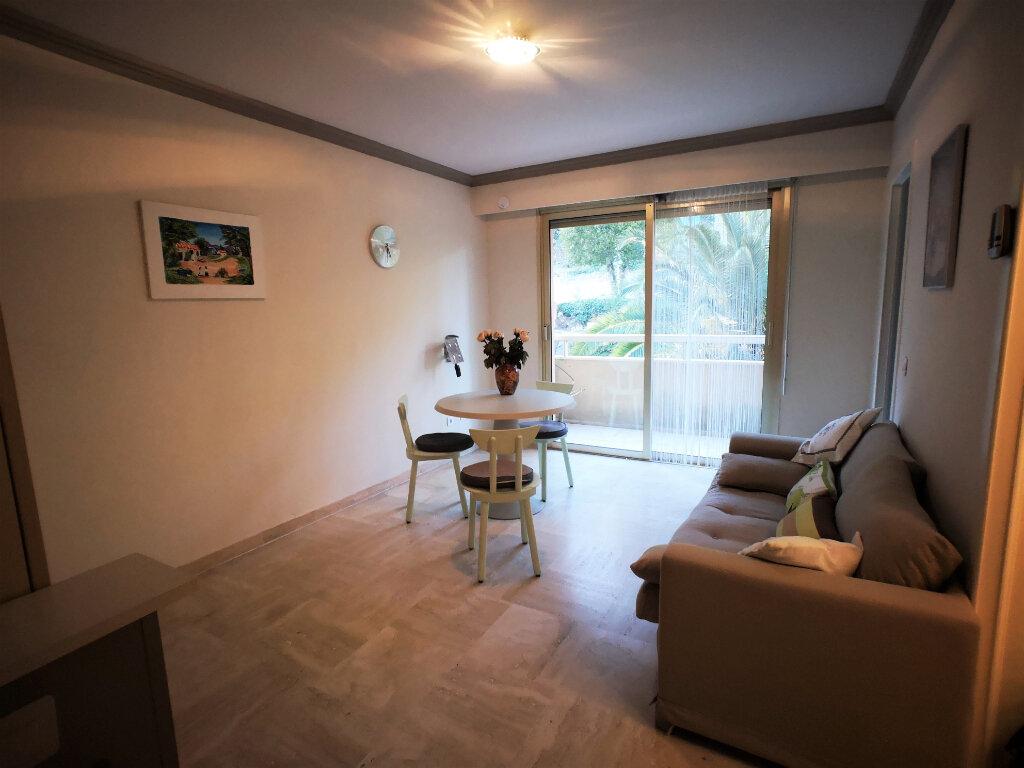 Appartement à louer 1 26m2 à Grasse vignette-1