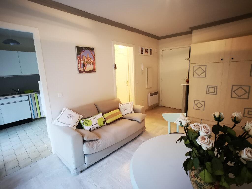 Appartement à louer 1 26m2 à Grasse vignette-2