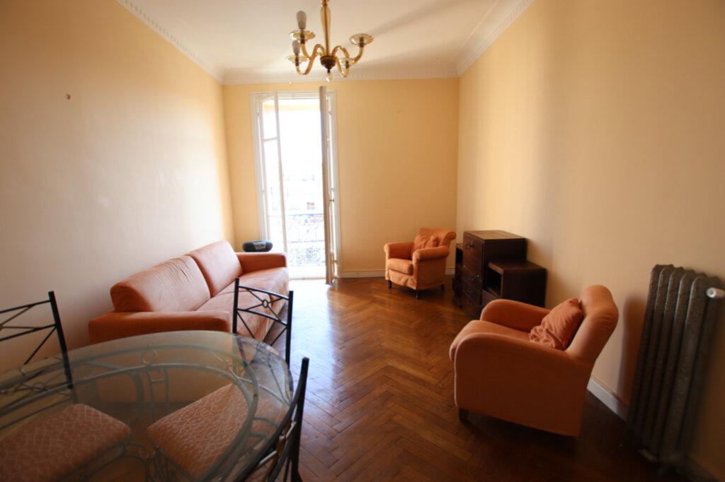 Appartement à louer 2 61m2 à Nice vignette-2