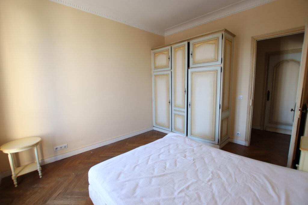 Appartement à louer 2 61m2 à Nice vignette-3
