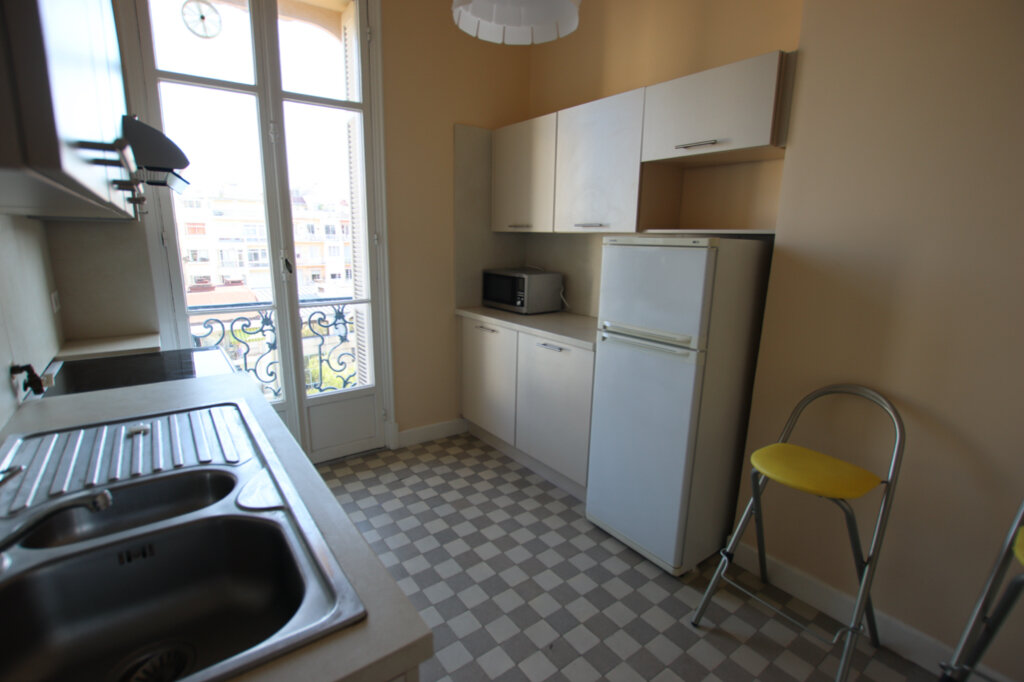 Appartement à louer 2 61m2 à Nice vignette-4
