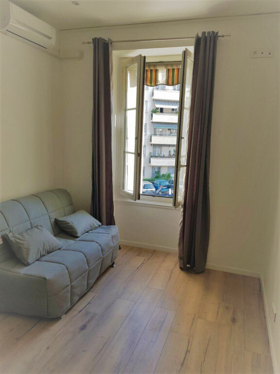 Appartement à vendre 5 70.7m2 à Nice vignette-1