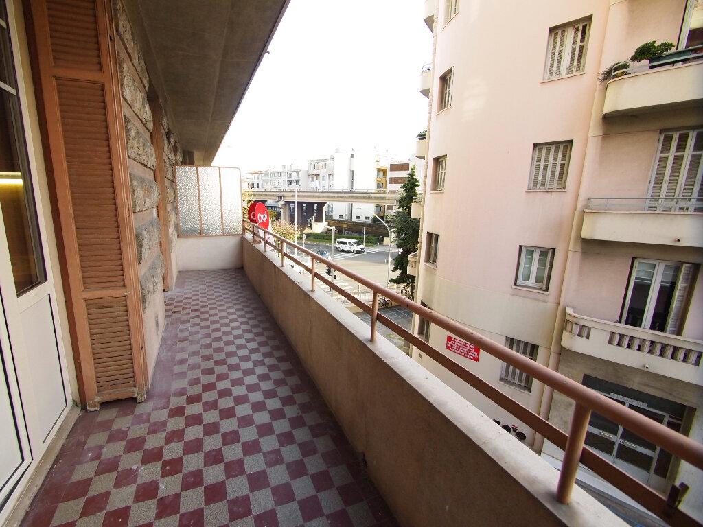 Appartement à louer 2 33.45m2 à Nice vignette-4