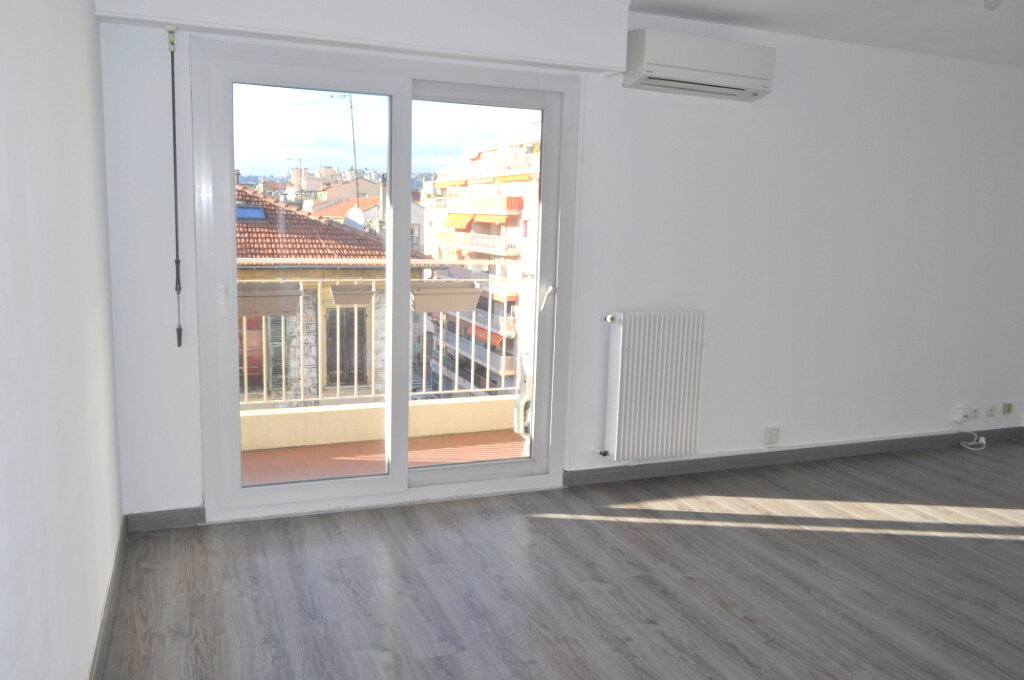 Appartement à louer 3 67m2 à Nice vignette-1