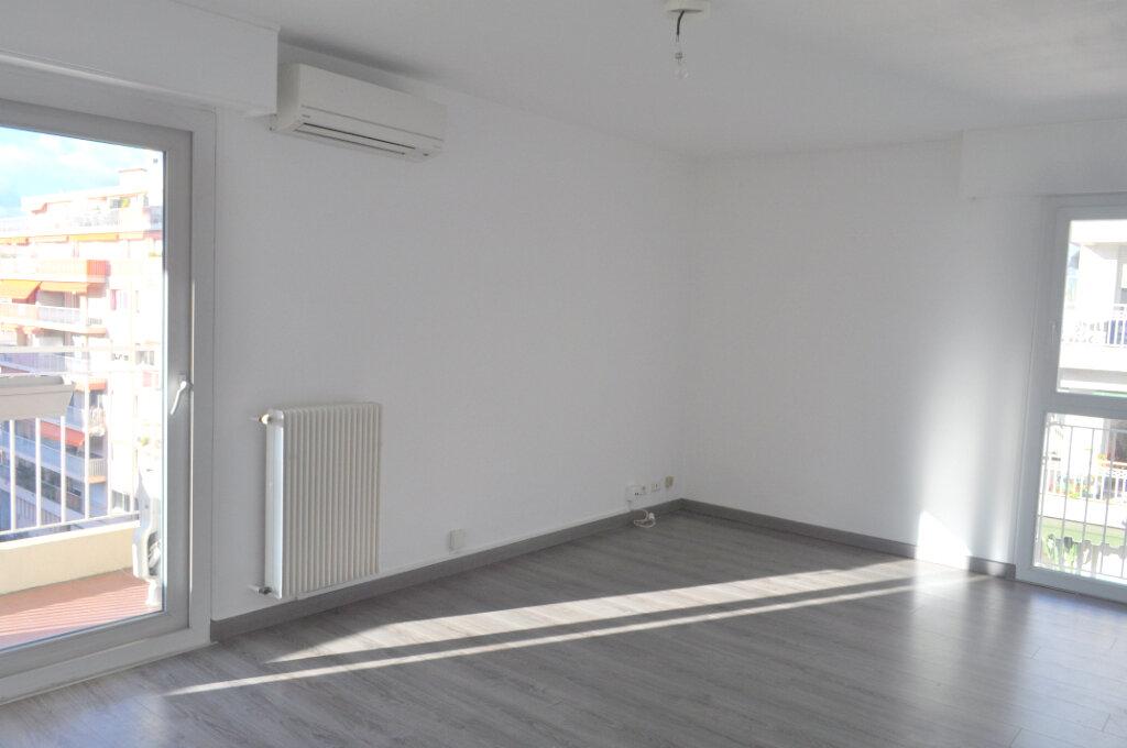 Appartement à louer 3 67m2 à Nice vignette-2