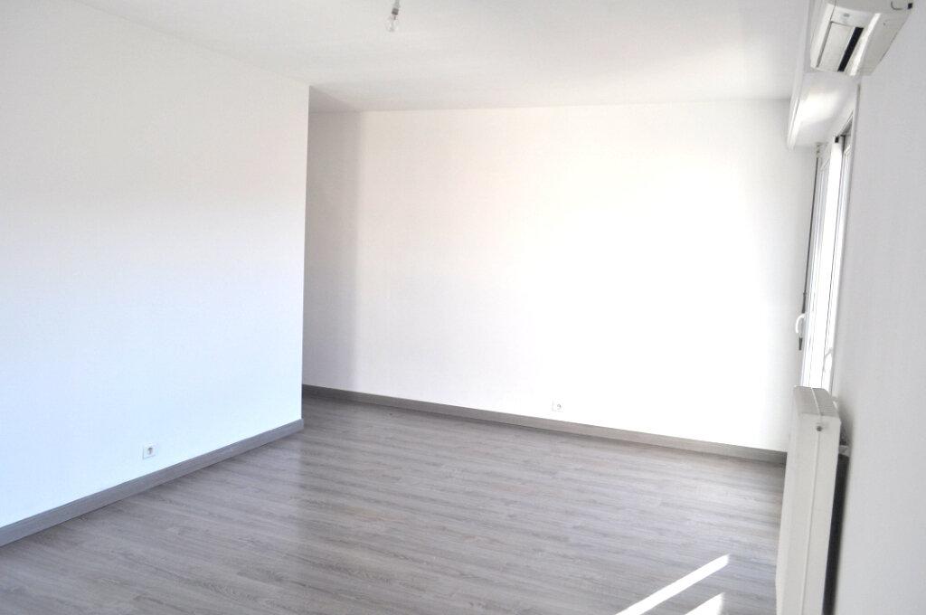 Appartement à louer 3 67m2 à Nice vignette-5