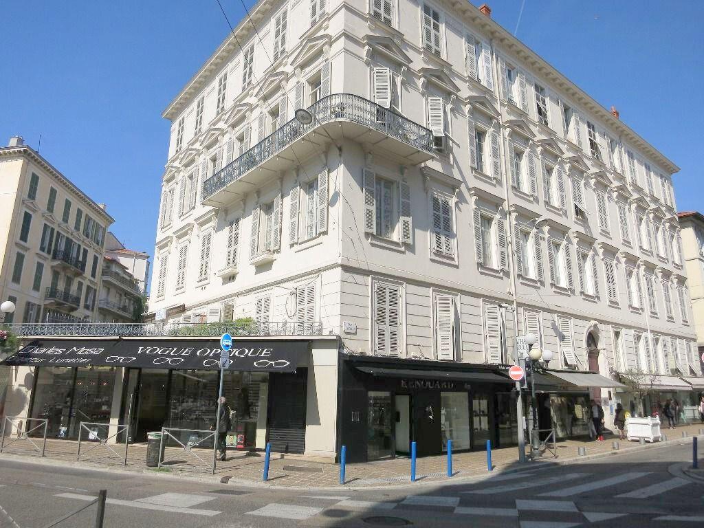 Appartement à louer 2 46m2 à Nice vignette-4