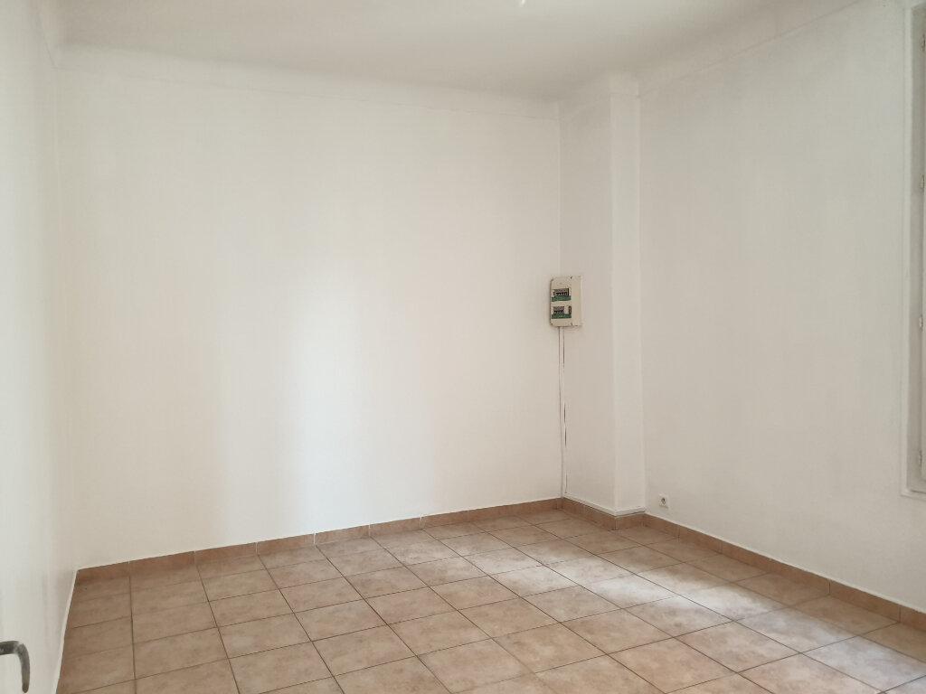Appartement à louer 3 56.02m2 à Nice vignette-2