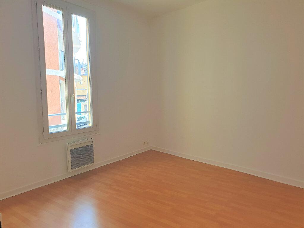 Appartement à louer 3 56.02m2 à Nice vignette-3