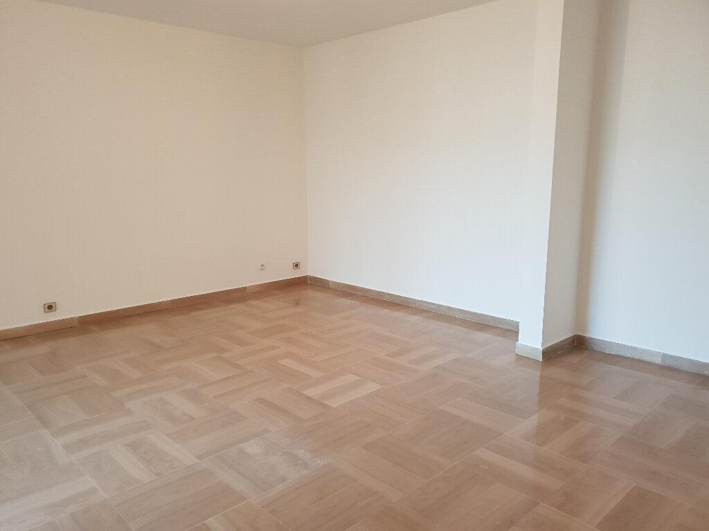 Appartement à louer 3 91.28m2 à Nice vignette-2