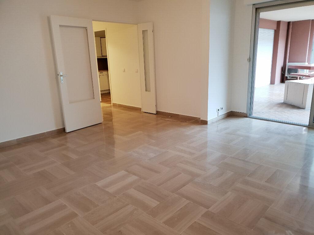 Appartement à louer 3 91.28m2 à Nice vignette-3