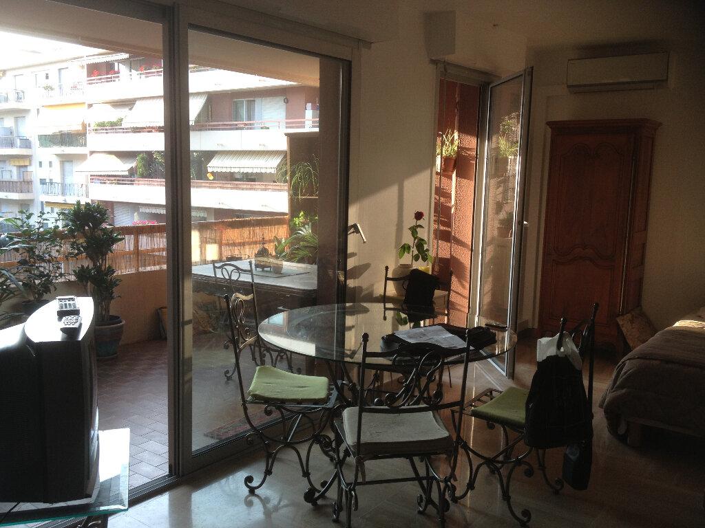 Appartement à louer 3 91.28m2 à Nice vignette-7