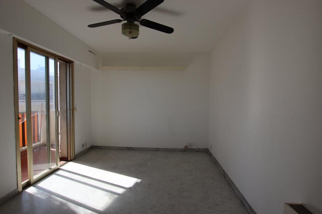 Appartement à louer 1 22.25m2 à Nice vignette-2