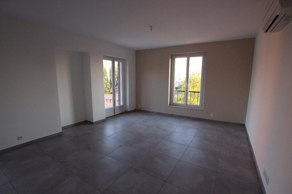 Appartement à louer 3 72.72m2 à Nice vignette-2