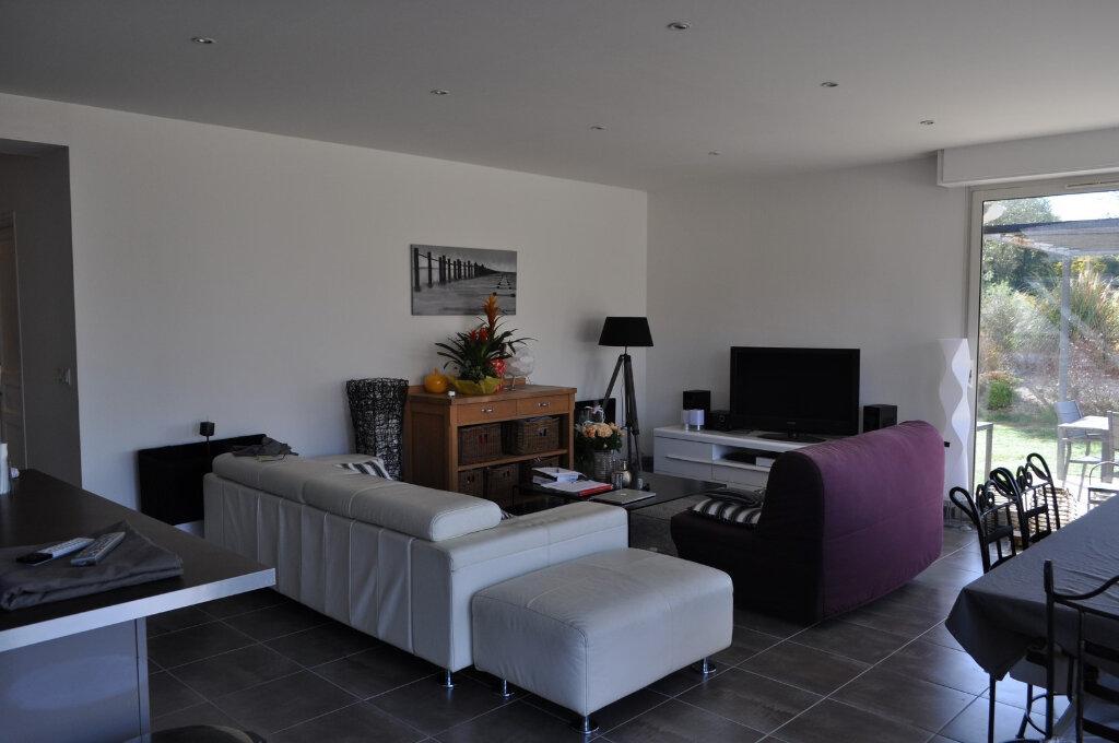 Appartement à louer 3 123.73m2 à Nice vignette-2