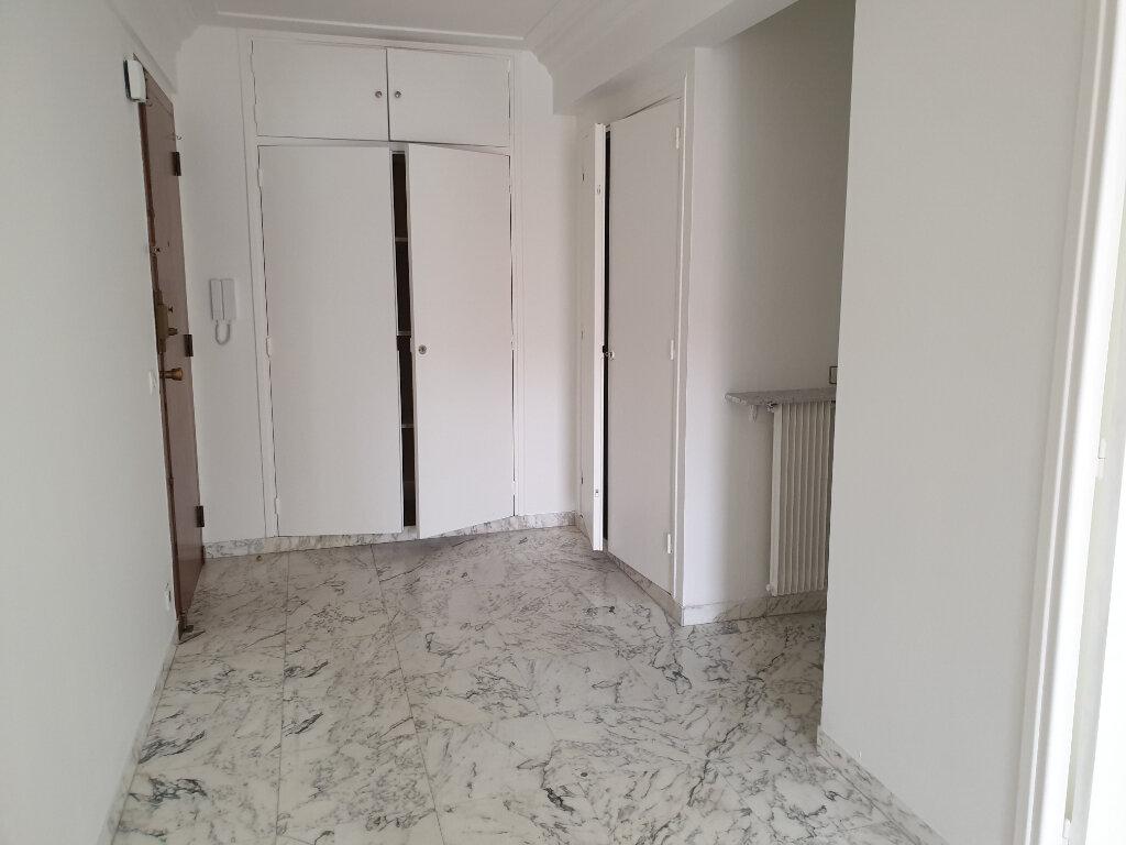 Appartement à louer 2 65.64m2 à Nice vignette-1