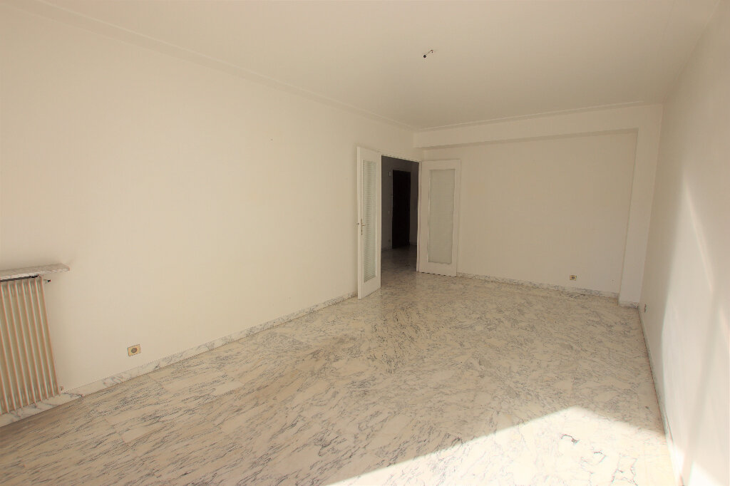 Appartement à louer 2 65.64m2 à Nice vignette-3