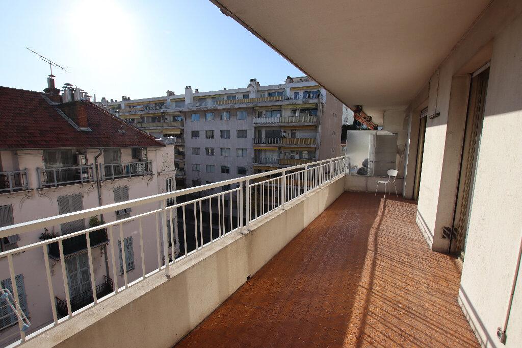 Appartement à louer 2 65.64m2 à Nice vignette-4