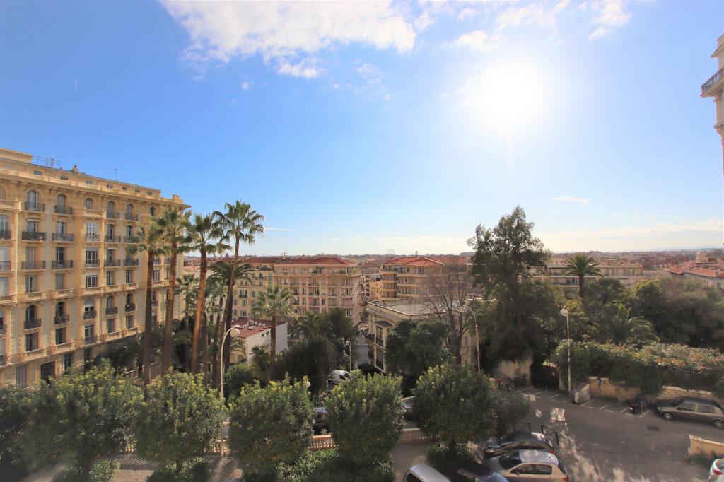 Appartement à louer 3 77.16m2 à Nice vignette-1