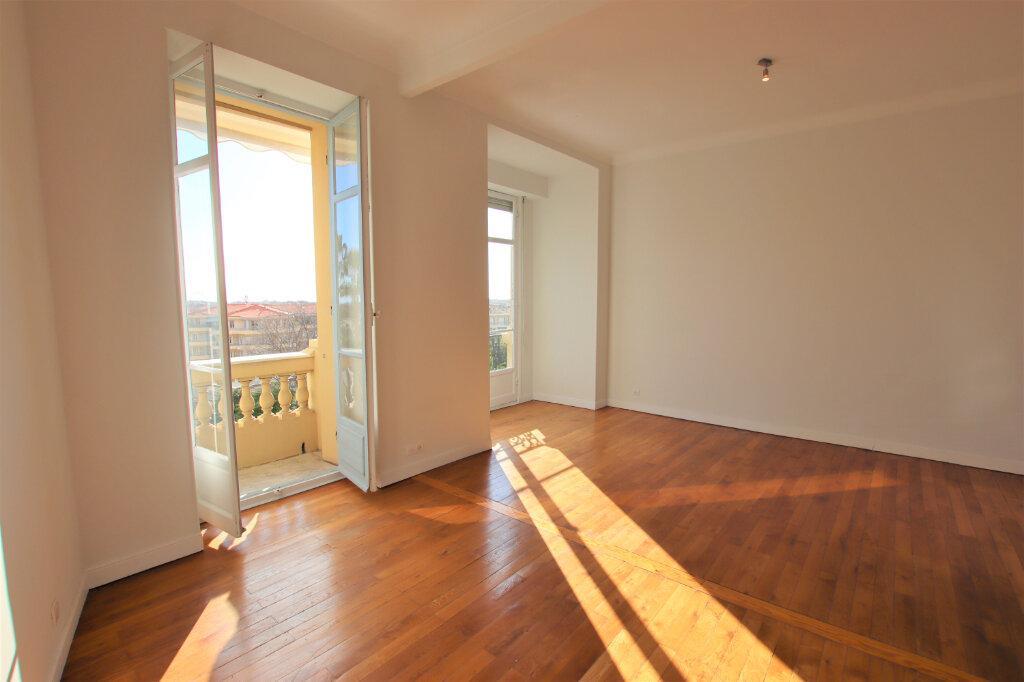 Appartement à louer 3 77.16m2 à Nice vignette-3