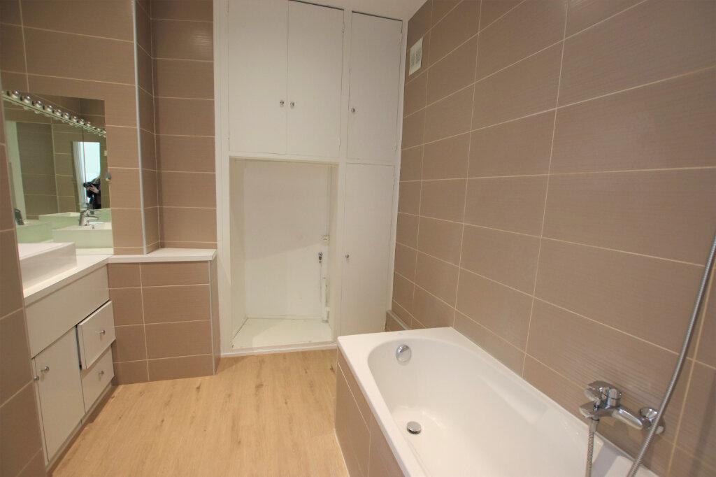 Appartement à louer 3 77.16m2 à Nice vignette-6