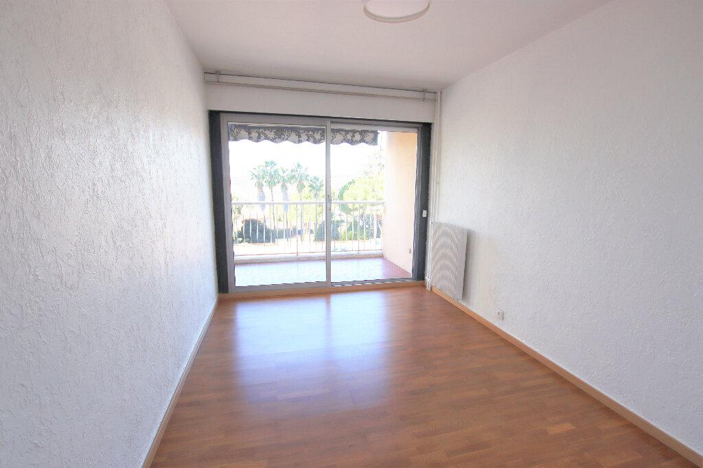 Appartement à louer 2 55.45m2 à Nice vignette-3