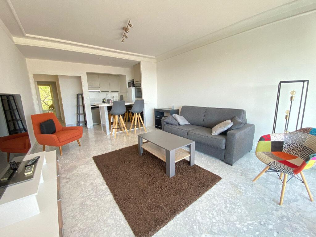 Appartement à louer 3 65.58m2 à Nice vignette-3