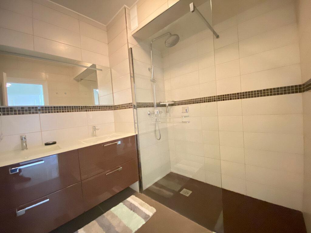 Appartement à louer 3 65.58m2 à Nice vignette-4