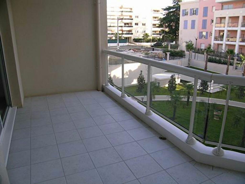 Appartement à louer 3 60.55m2 à Cagnes-sur-Mer vignette-1