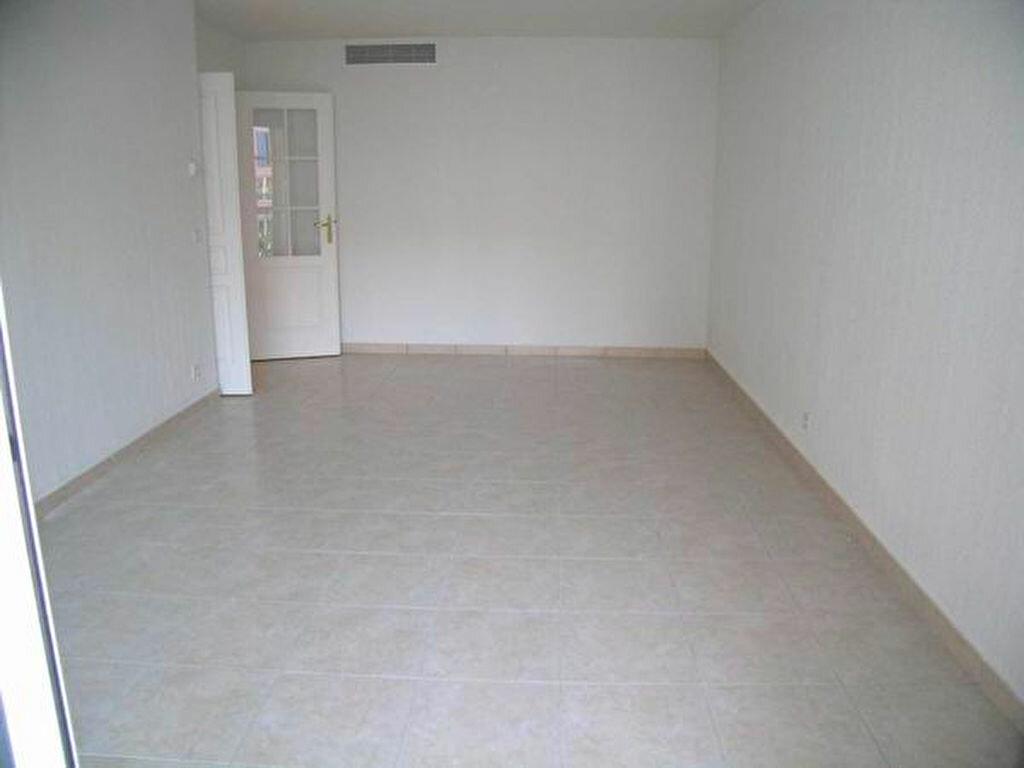 Appartement à louer 3 60.55m2 à Cagnes-sur-Mer vignette-2