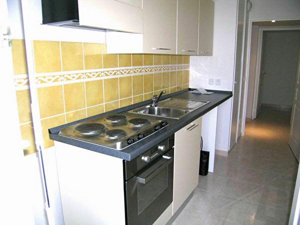 Appartement à louer 3 60.55m2 à Cagnes-sur-Mer vignette-3