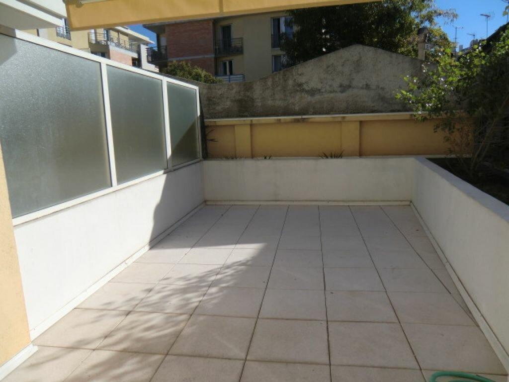 Appartement à louer 3 59.9m2 à Cagnes-sur-Mer vignette-1