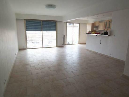 Appartement à vendre 3 82m2 à Cagnes-sur-Mer vignette-1