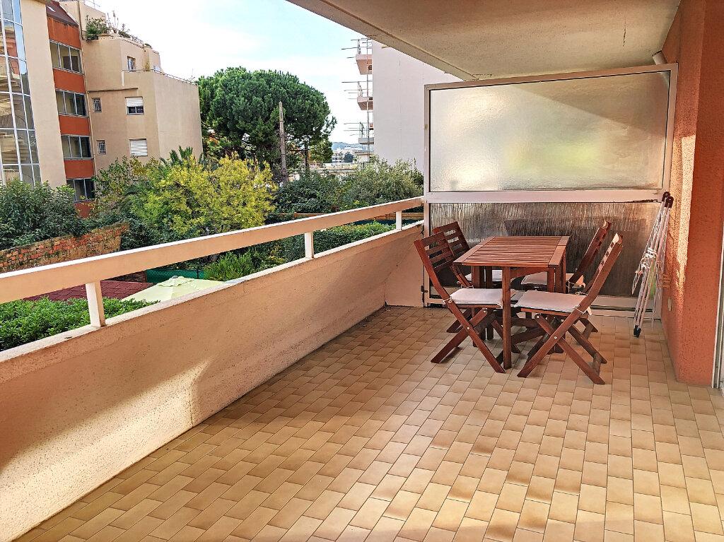 Appartement à louer 3 65m2 à Cagnes-sur-Mer vignette-1