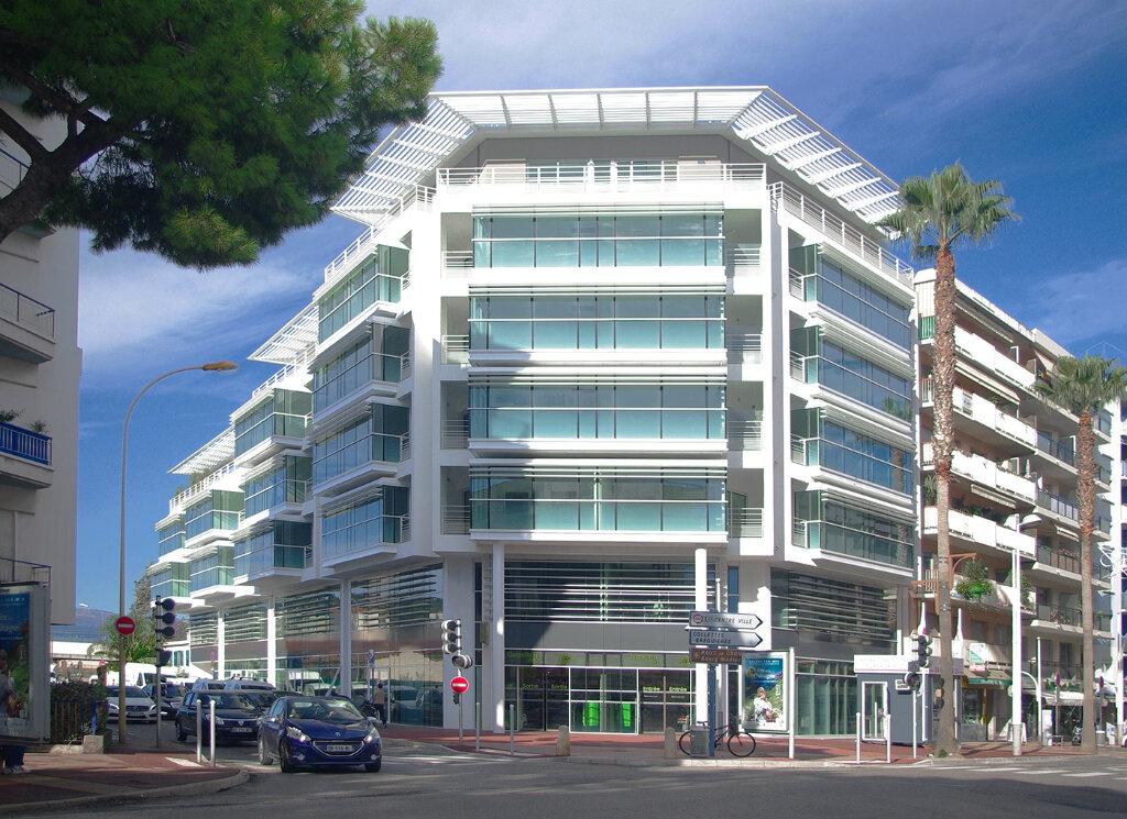 Appartement à louer 3 63.64m2 à Cagnes-sur-Mer vignette-1
