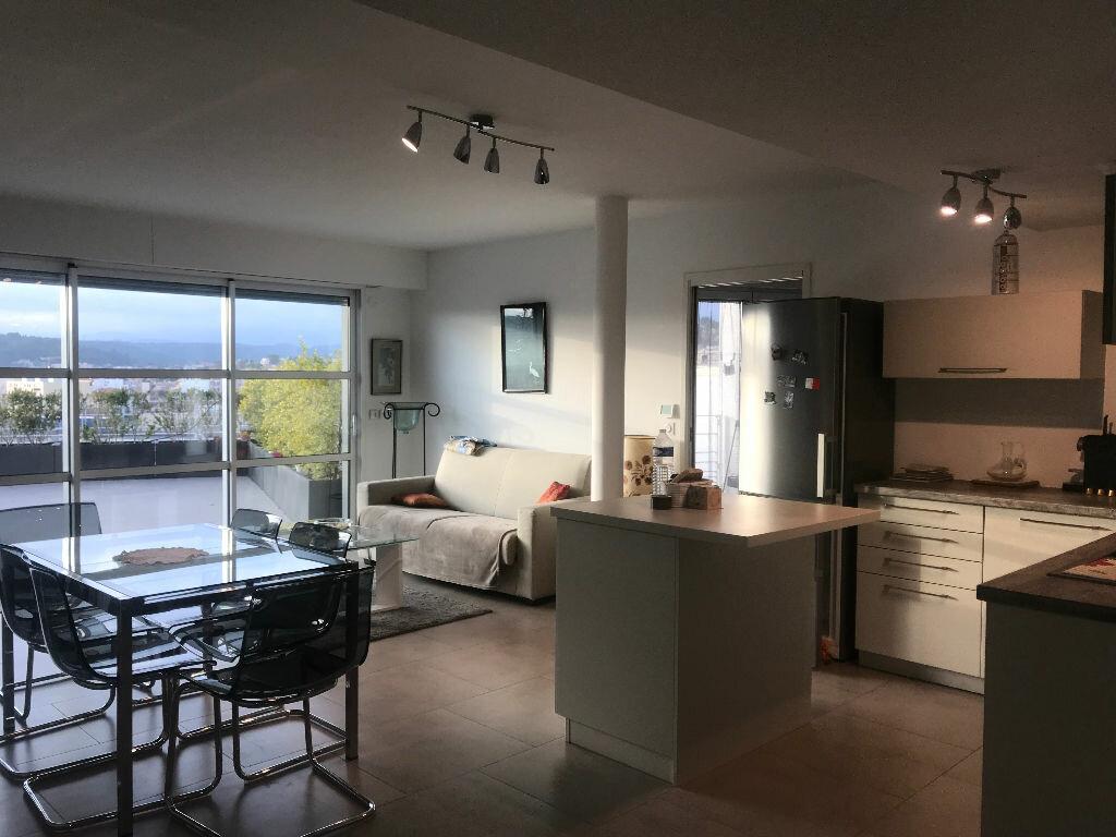 Appartement à louer 3 63.64m2 à Cagnes-sur-Mer vignette-2