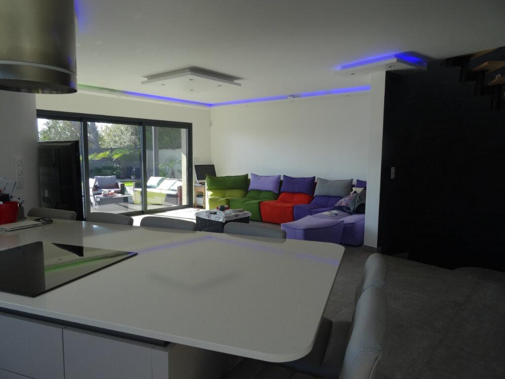 Maison à vendre 4 120m2 à Cagnes-sur-Mer vignette-3