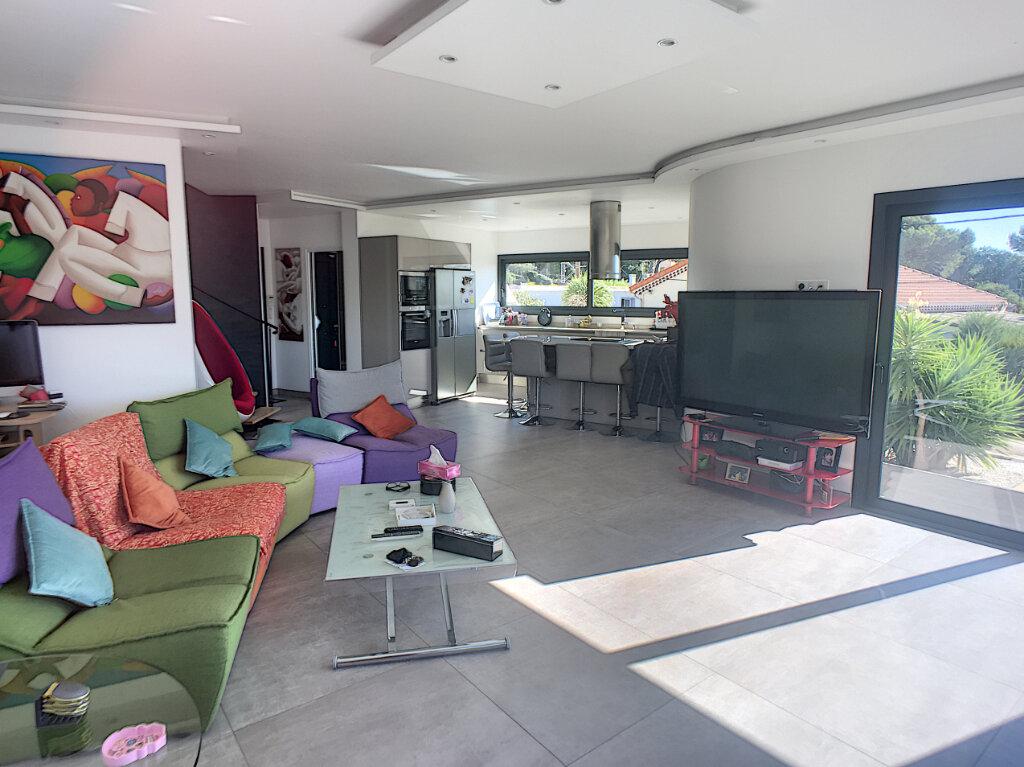 Maison à vendre 4 120m2 à Cagnes-sur-Mer vignette-4