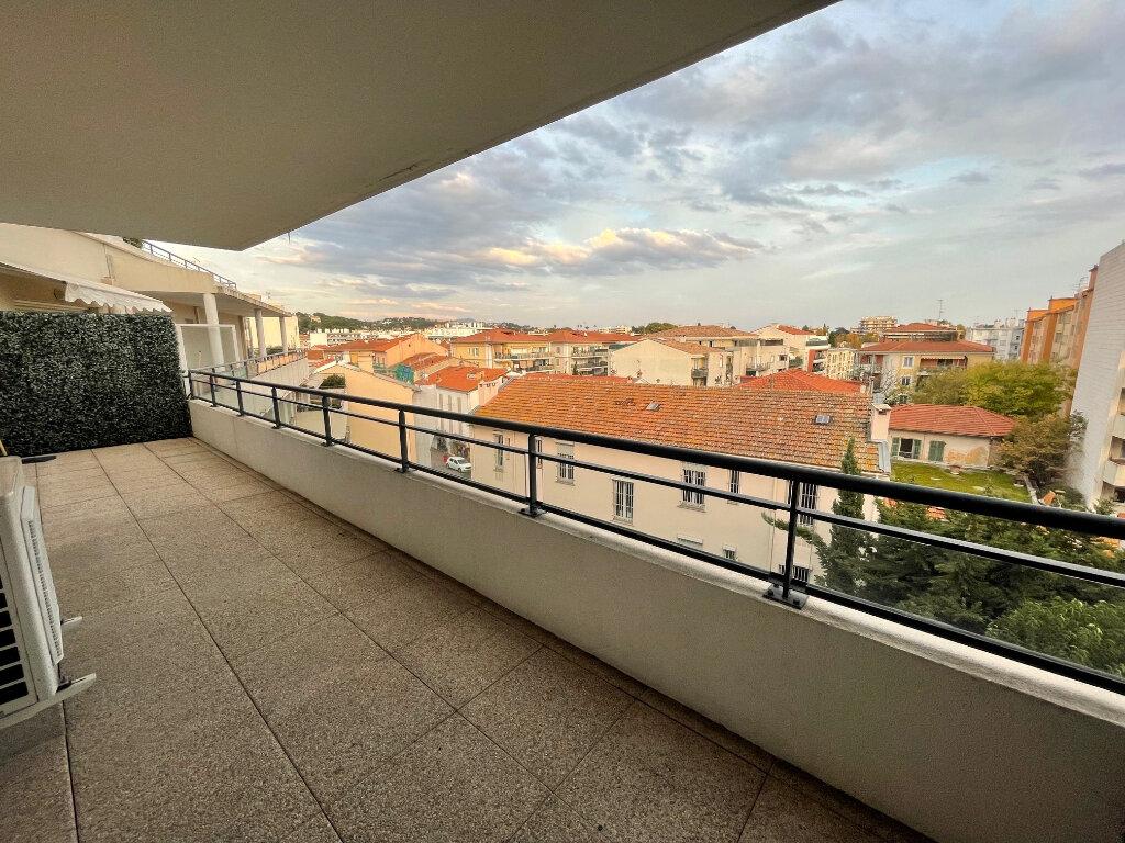 Appartement à louer 3 54.3m2 à Cagnes-sur-Mer vignette-1