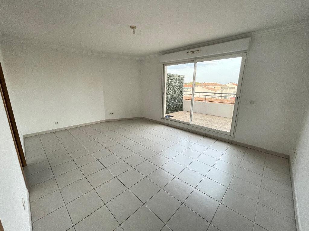 Appartement à louer 3 54.3m2 à Cagnes-sur-Mer vignette-2