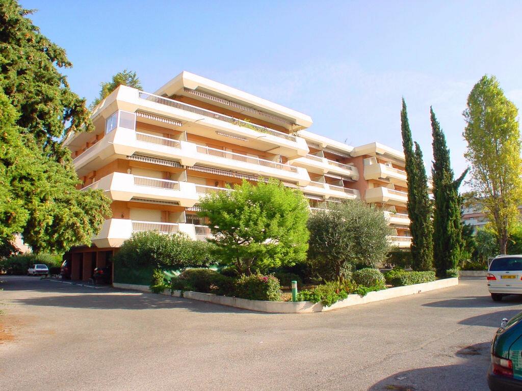 Appartement à louer 2 40.2m2 à Cagnes-sur-Mer vignette-1
