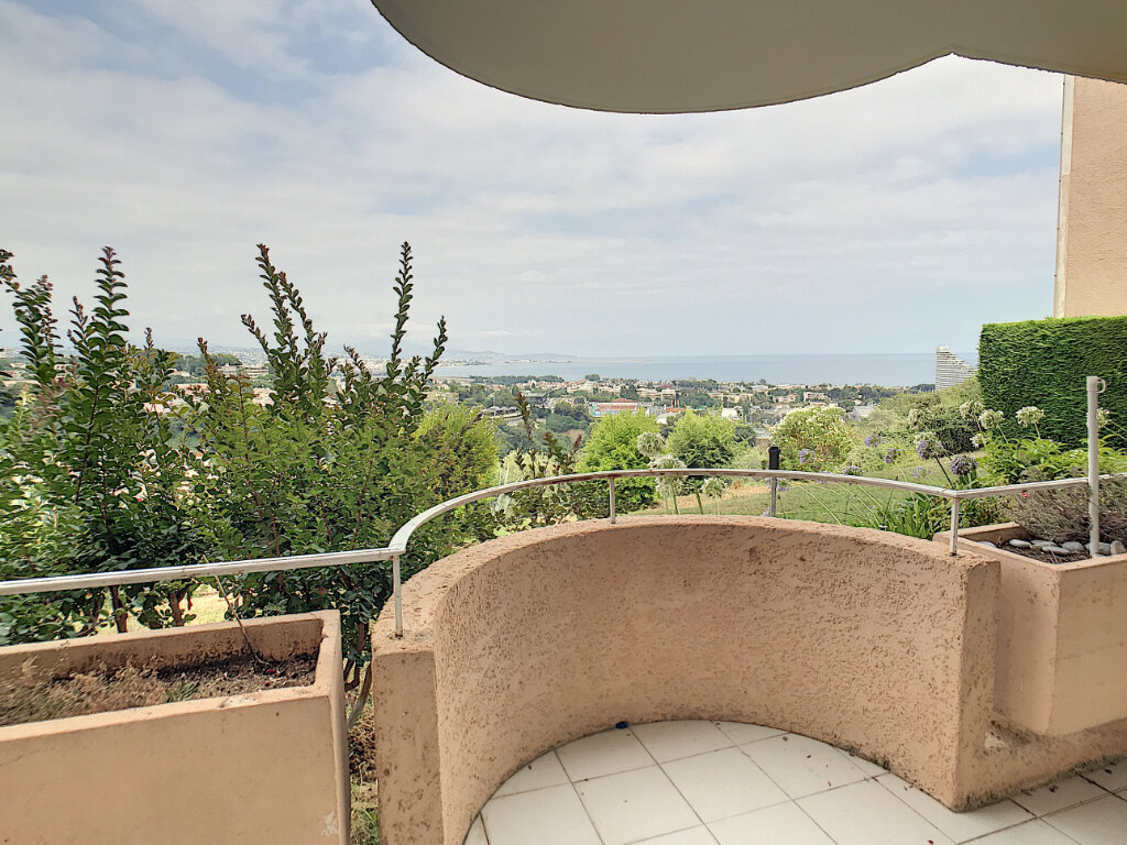 Appartement à louer 3 68m2 à Villeneuve-Loubet vignette-3