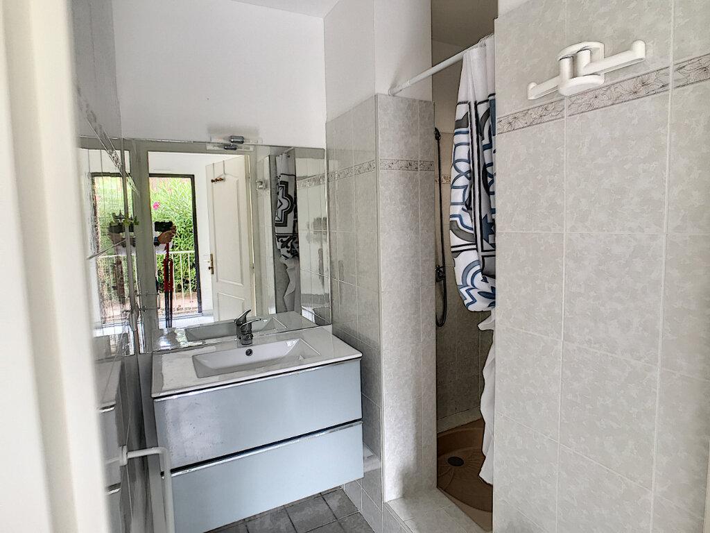 Appartement à louer 3 68m2 à Villeneuve-Loubet vignette-10