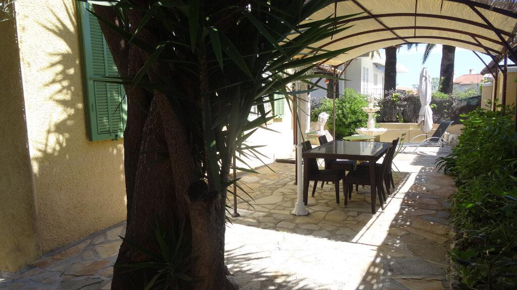 Maison à vendre 5 130m2 à Cagnes-sur-Mer vignette-2