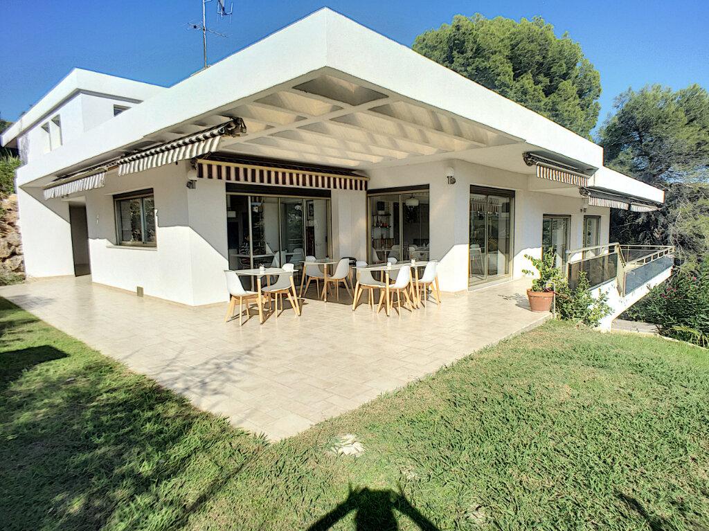 Maison à vendre 8 370m2 à Cagnes-sur-Mer vignette-1