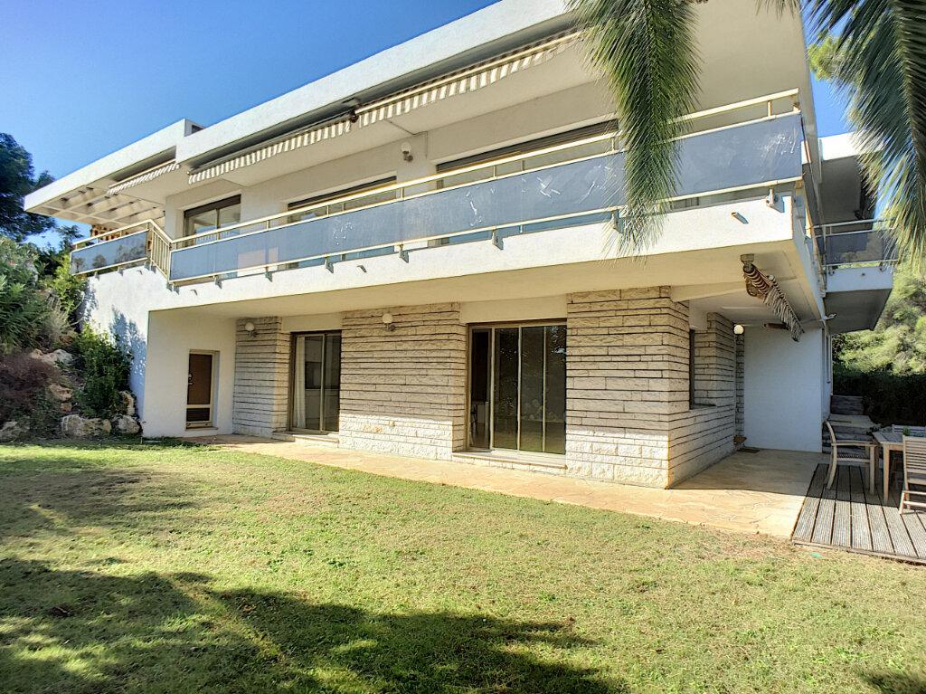 Maison à vendre 8 370m2 à Cagnes-sur-Mer vignette-2